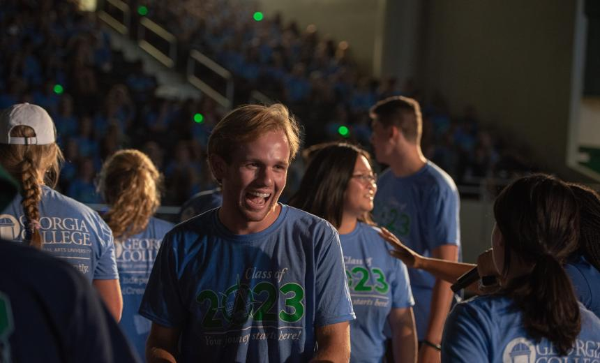 students at welcome weekend in blue tee shirts