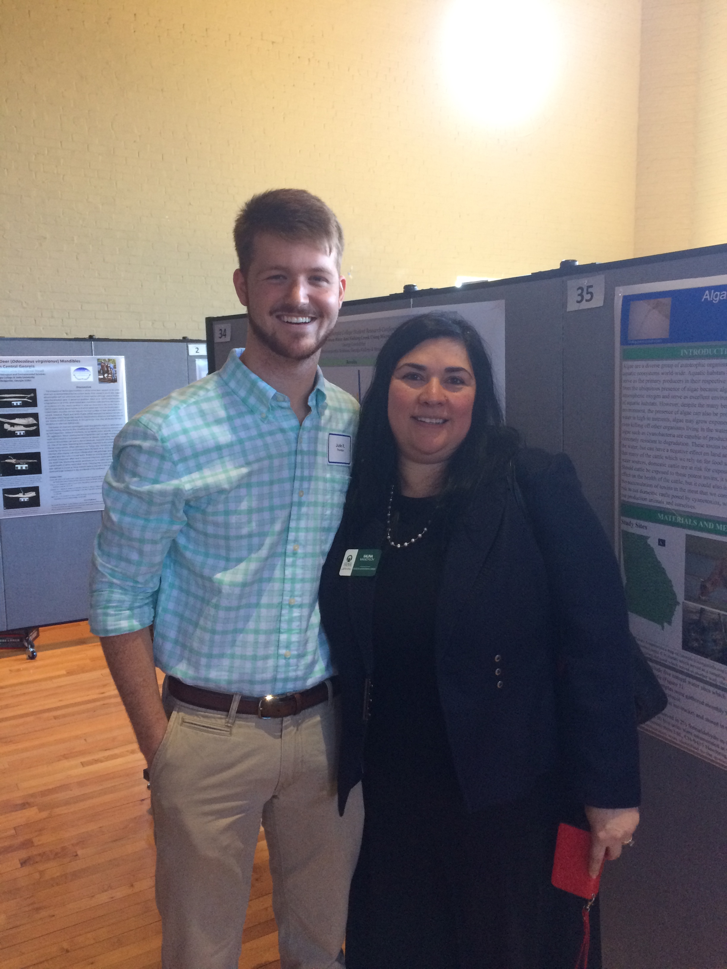 presenter and mentor in front of poster session